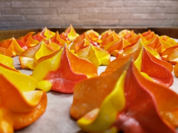 How Fire-Coloured Meringue Cookies Became a Neighbourhood Hit!